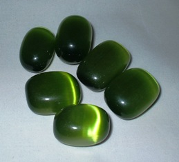 crystals-cats-eye-lime-green-catslime2.jpg
